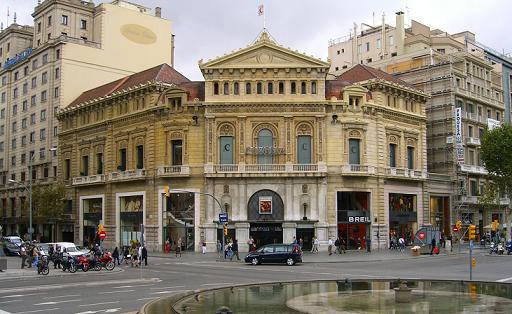 La cadena yelmo cines explota el comedia for Yelmo cines barcelona