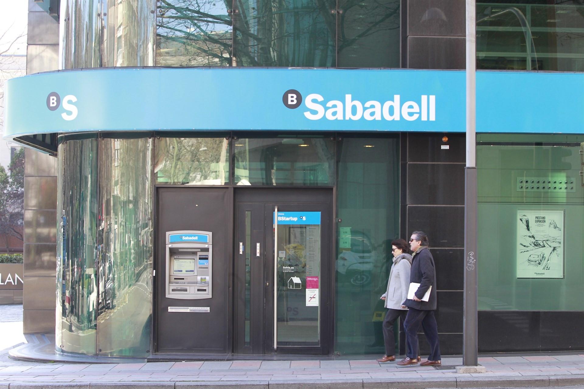 Banco sabadell cerrar 250 oficinas en 2017 y reducir for Oficina trafico sabadell