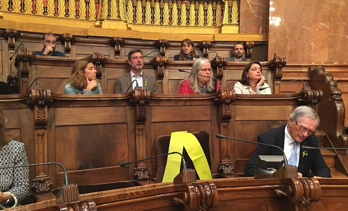 Lazo amarillo silla joaquim forn ayuntamiento Barcelona