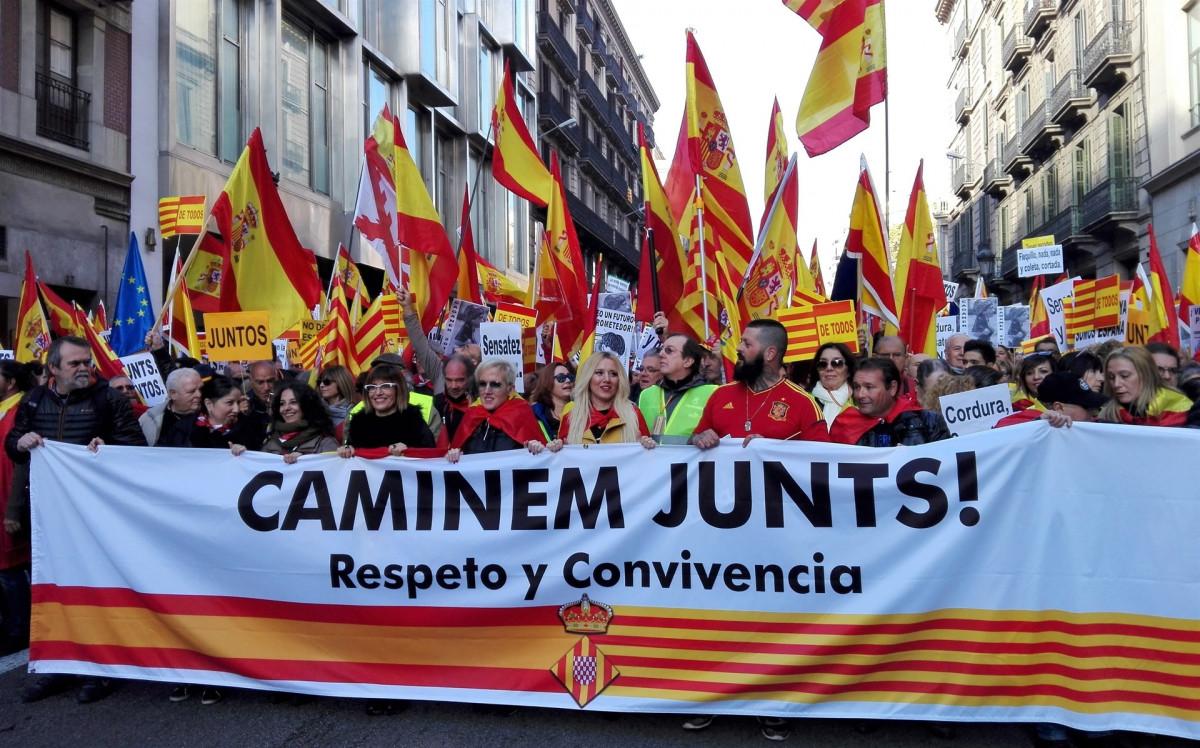 Manifestación en Barcelona bajo el lema Caminem Junts! Respeto y Convivencia