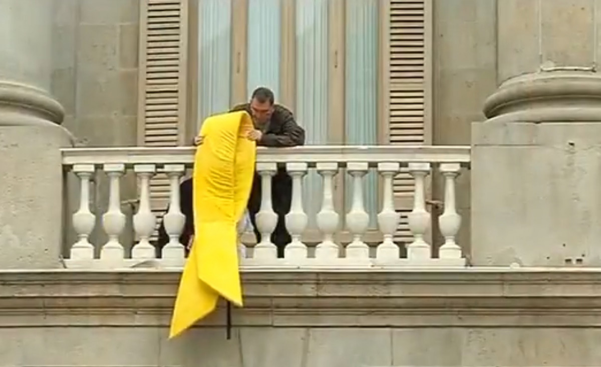 Lazo amarillo ayuntamiento