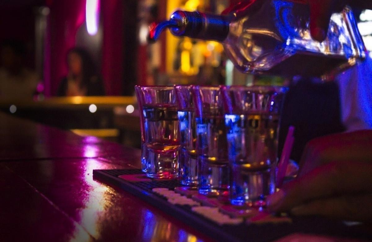 Alcohol chupitos destilados