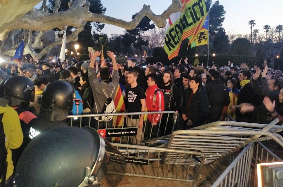 Mossos cordu00f3n policial ciutadella manifestaciu00f3n investidura puigdemont