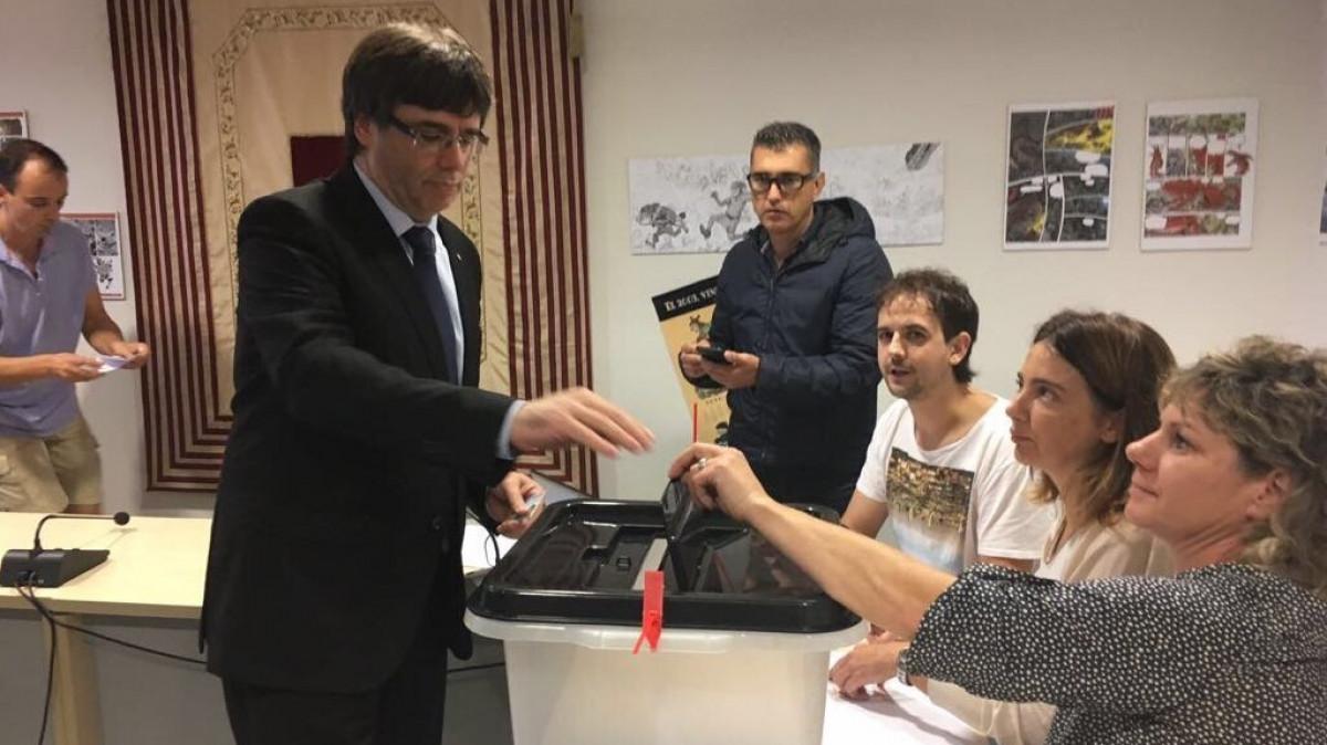 Puigdemont voto referendum urna 1O