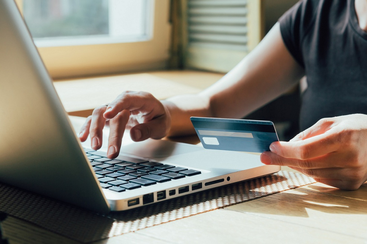Ordenador tarjeta compras online parlamento europeo
