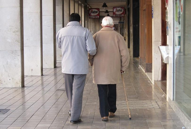 Dependencia ancianos paseo 21032018