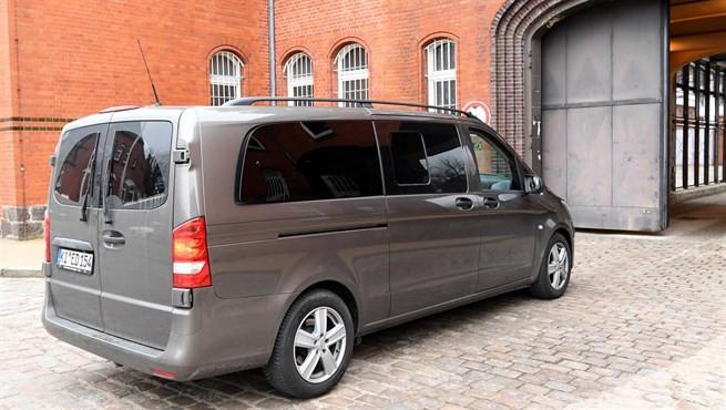 Coche furgoneta carcel puigdemont27032018