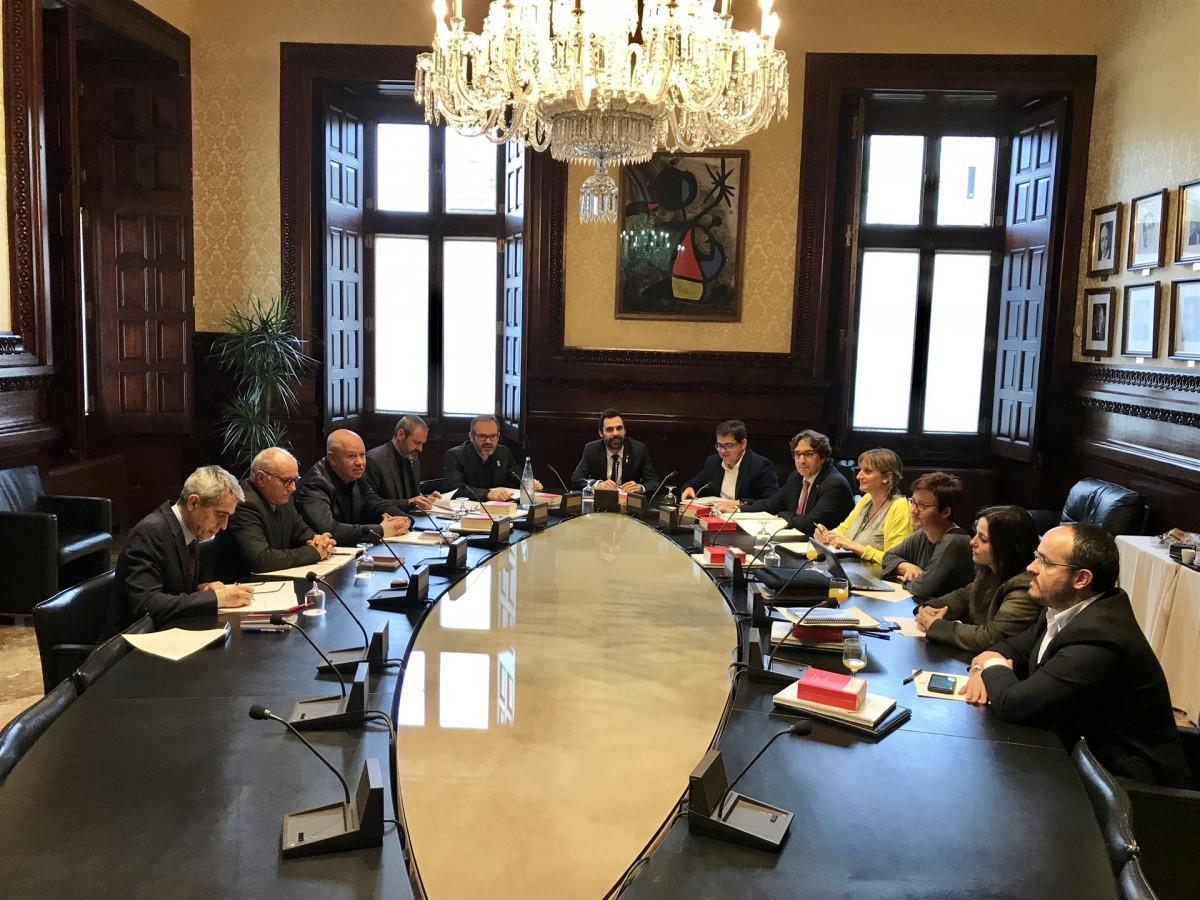 Mesa del parlament querella contra llarena