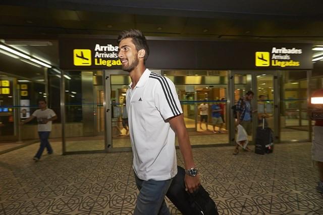 André Gomes en el aeropuerto