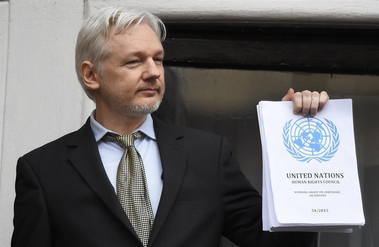 Julian assange hackeo