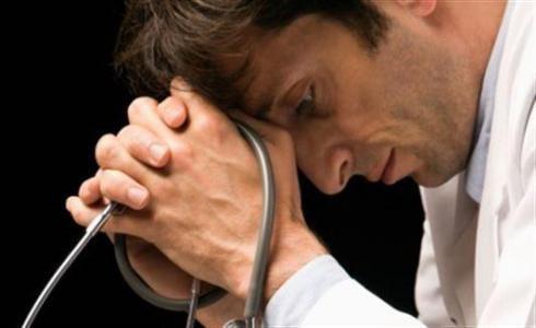 Crece un 61% los médicos jóvenes atendidos por problemas mentales y de adicciones