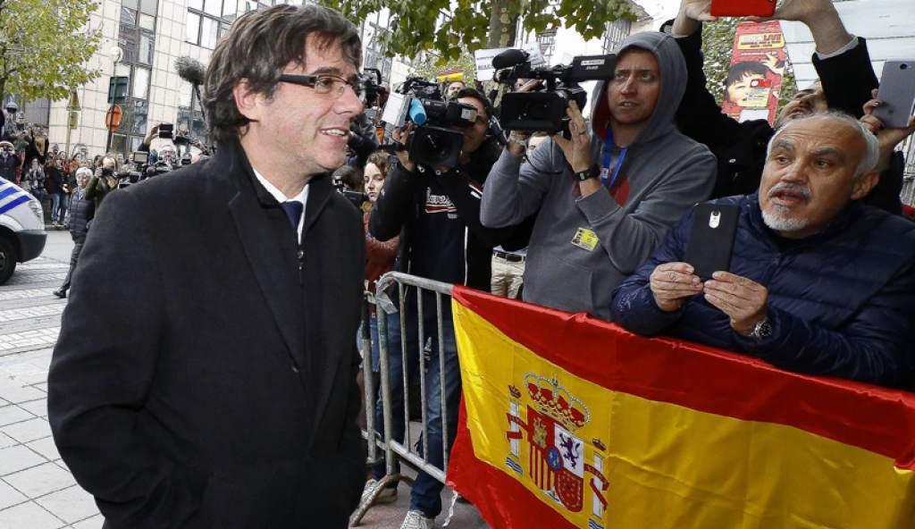 Puigdemont bruselas bandera espana