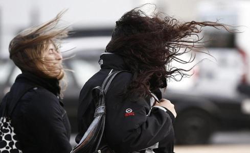 Un total de 8 provincias están en alerta por olas y viento