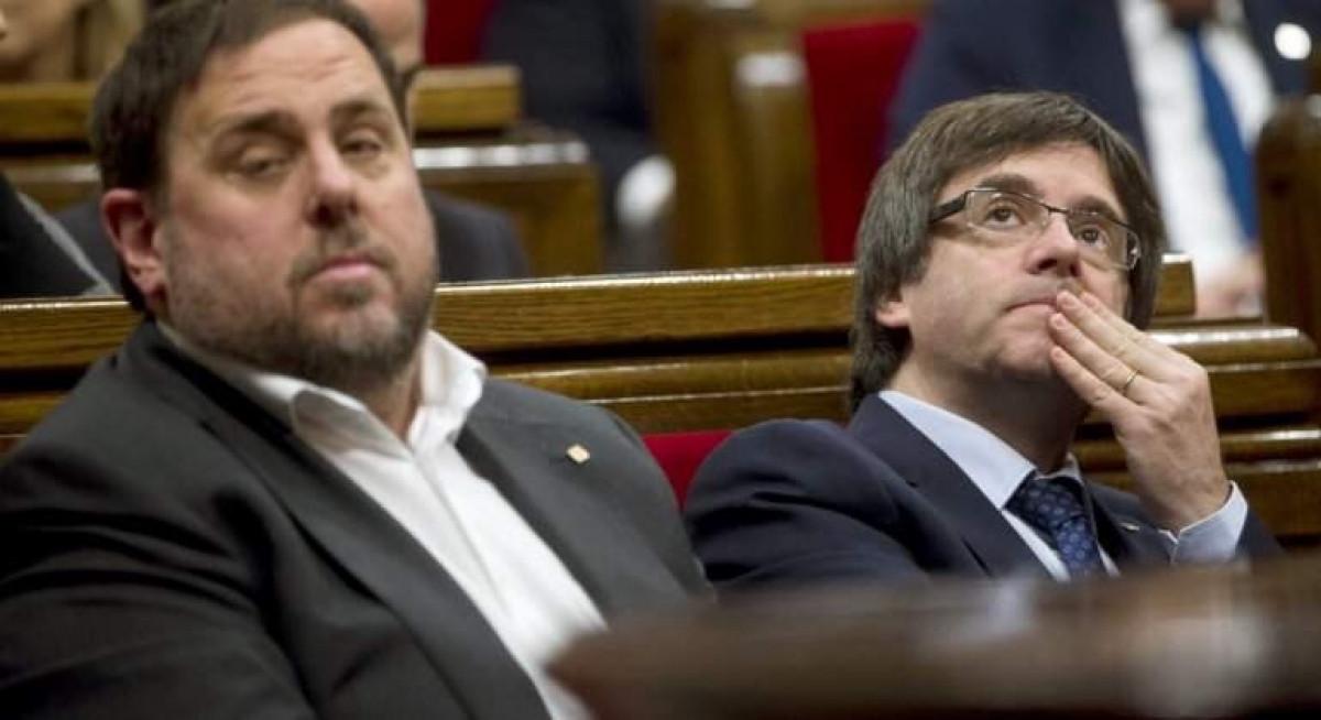 Junqueras con puigdemont en el parlament efe