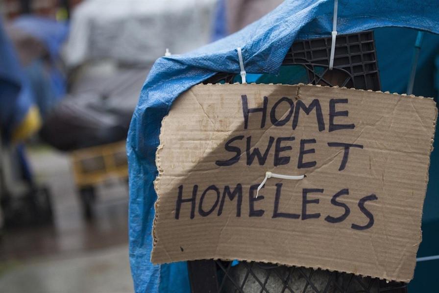 Sin techo sin hogar mendigo calle