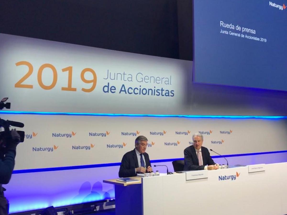 El presidente de Naturgy,Francisco Reynés, y el director de Comunicación, Jordi Garcia Tabernero