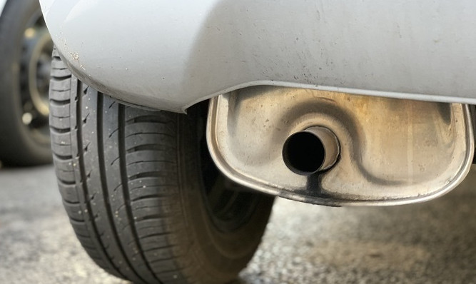 Emisiones contaminantes coche imagen