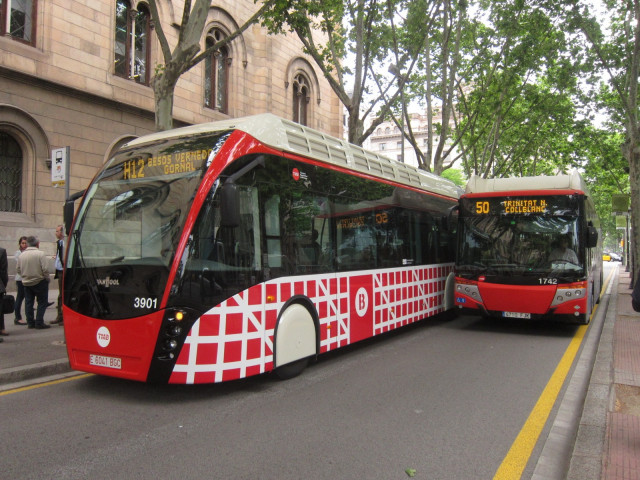 Archivo - TMB inicia la licitación para adquirir 210 autobuses eléctricos e híbridos