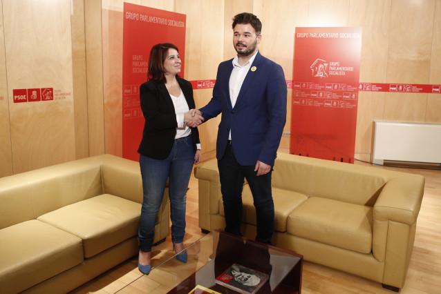 La sots-secretària general del PSOE i portaveu del Grup Parlamentari Socialista, Adriana Lastra, es reuneix amb el portaveu d'ERC, Gabriel Rufián, a la sala Martínez Noval del Congrés dels Diputats.