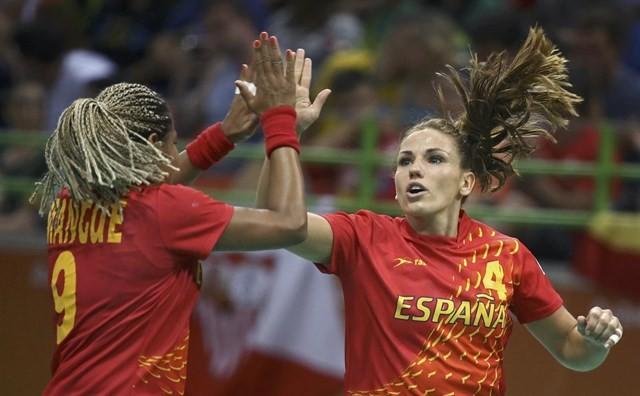 El balonmano femenino supera su primera \'final\' y se planta en cuartos