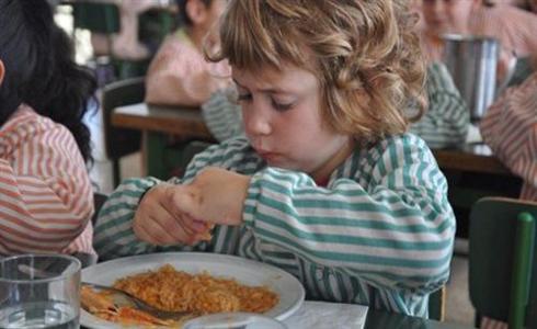 Barcelona aumentará a cinco euros la beca comedor a 2.000 alumnos ...